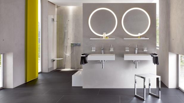 hewi badeværelse med belysning og spejle